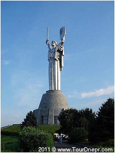 http://www.tourdnepr.com/images/stories/the_work_of_architects/Monument_Motherland_Kiev1.jpg