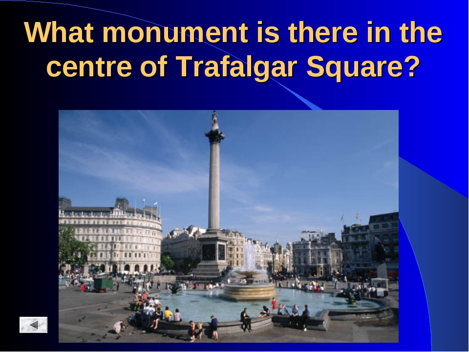 What monument is there in the centre of Trafalgar Square?
