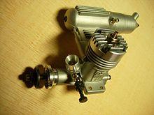 https://upload.wikimedia.org/wikipedia/commons/thumb/3/34/OS_10_FP_-polttomoottori.jpg/220px-OS_10_FP_-polttomoottori.jpg