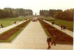 250px-Piskarevskoye_Memorial_Cemetery_Sk13_C