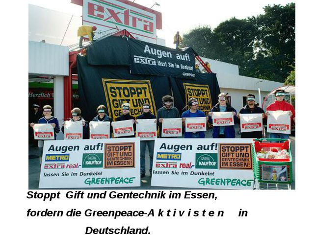 Stoppt Gift und Gentechnik im Essen, fordern die Greenpeace-A k t i v i s t e...