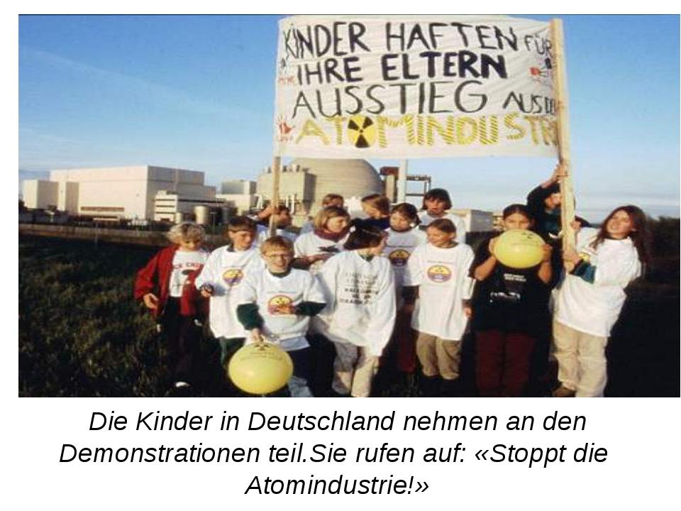Die Kinder in Deutschland nehmen an den Demonstrationen teil.Sie rufen auf: «...