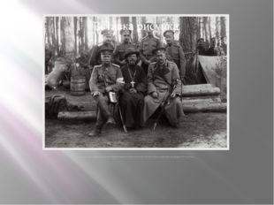 В.П. Кравков (сидит, крайний справа) во время инспекционной поездки в располо