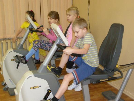 G:\Pictures\Pictures\ФОТО\МОЙ ОБЩЕОБРАЗОВАТЕЛЬНЫЙ А КЛАСС\мой 1 класс\уроки физкультуры\31 января 2012 в тренажёрном зале (7).JPG