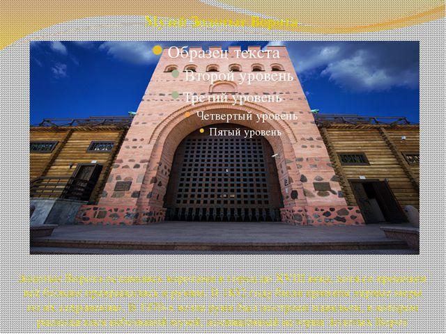 Золотые Ворота оставались воротами в город до XVIII века, хотя со временем вс...
