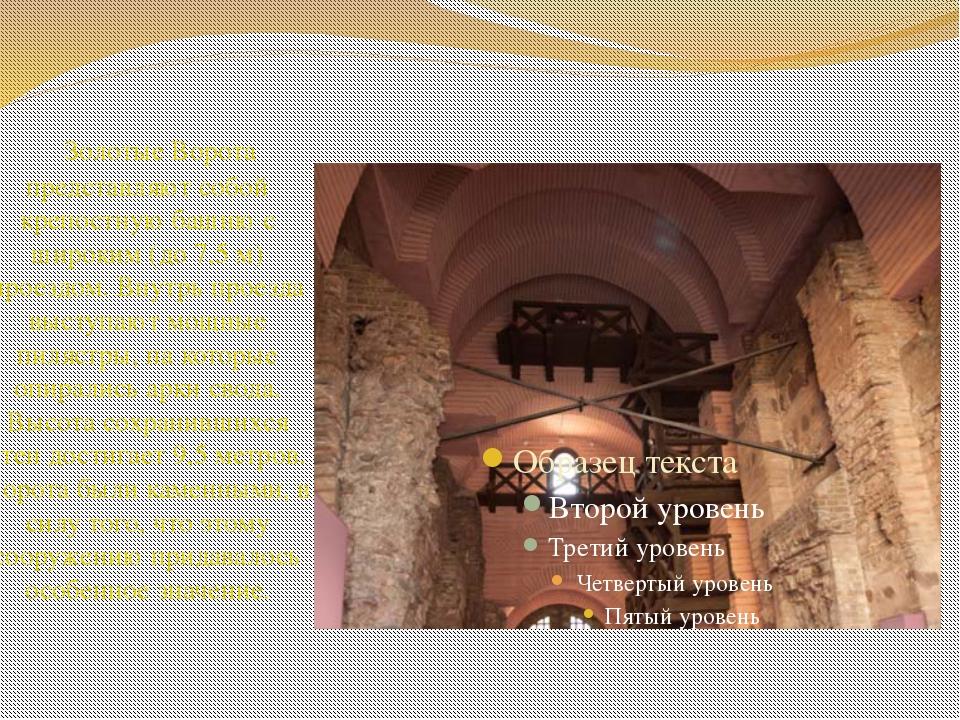 Золотые Ворота представляют собой крепостную башню с широким (до 7,5 м) прое...