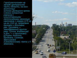 Город расположен на западе центральной части области, на юго-восточных склон